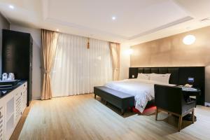 Jinhae Tourist Biz Hotel