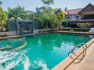 Poonsiri Home with Shared swimming pool
