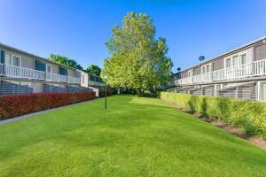 Орэндж - Summer East Apartments