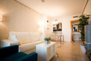 Holidays2Malaga City Beach, Apartments  Málaga - big - 4