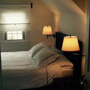 Aberdeen Stone Cottage B&B, Отели типа «постель и завтрак»  Traverse City - big - 10