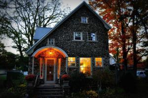 Aberdeen Stone Cottage B&B, Отели типа «постель и завтрак»  Traverse City - big - 21