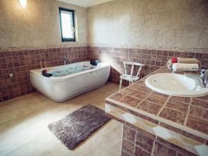 Relax Luxury Villa Near Makarska, Виллы  Donji Proložac - big - 14