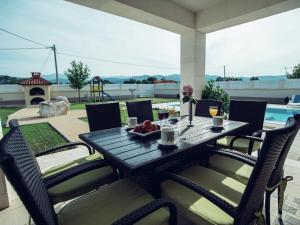 Relax Luxury Villa Near Makarska, Виллы  Donji Proložac - big - 9