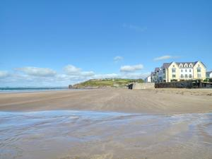 32 St Brides Bay View Apts, Apartmány  Broad Haven - big - 1
