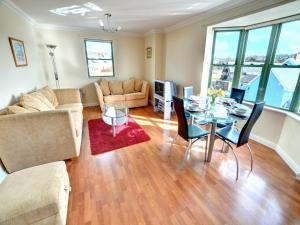 32 St Brides Bay View Apts, Apartmány  Broad Haven - big - 2