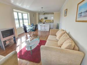 32 St Brides Bay View Apts, Apartmány  Broad Haven - big - 3