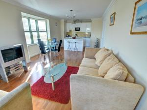 32 St Brides Bay View Apts, Apartmány  Broad Haven - big - 4