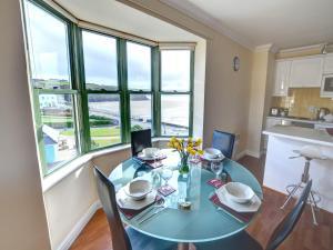 32 St Brides Bay View Apts, Ferienwohnungen  Broad Haven - big - 5