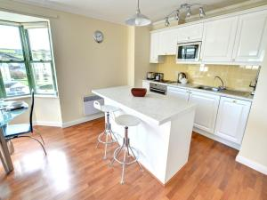 32 St Brides Bay View Apts, Apartmány  Broad Haven - big - 6