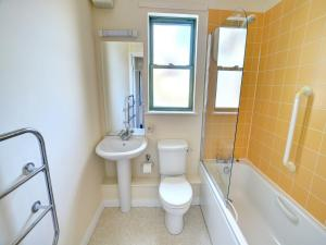 32 St Brides Bay View Apts, Apartmány  Broad Haven - big - 9