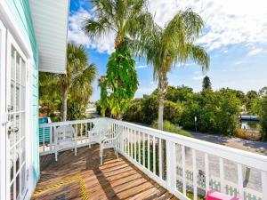 Village House Siesta Key by Beachside Management, Penzióny  Siesta Key - big - 1