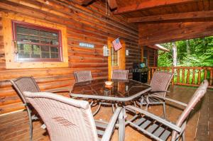 Rock Lodge Cabin Four-Bedroom Holiday Home, Дома для отпуска  McHenry - big - 4