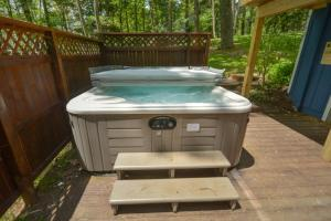 Lakeside Dreamin' Four-Bedroom Holiday Home, Holiday homes  McHenry - big - 7