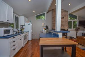 Lakeside Dreamin' Four-Bedroom Holiday Home, Holiday homes  McHenry - big - 5