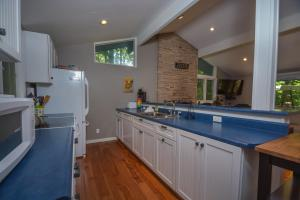 Lakeside Dreamin' Four-Bedroom Holiday Home, Holiday homes  McHenry - big - 4