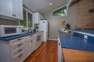 Lakeside Dreamin' Four-Bedroom Holiday Home, Holiday homes  McHenry - big - 26