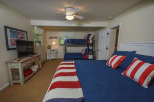 Lakeside Dreamin' Four-Bedroom Holiday Home, Holiday homes  McHenry - big - 29
