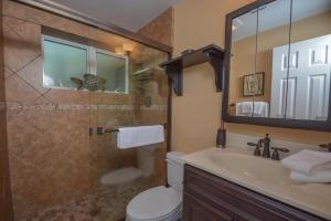 Lakeside Dreamin' Four-Bedroom Holiday Home, Holiday homes  McHenry - big - 28