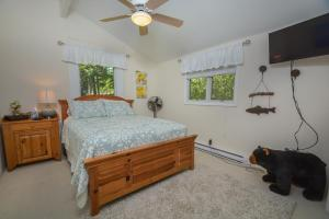 Lakeside Dreamin' Four-Bedroom Holiday Home, Holiday homes  McHenry - big - 25