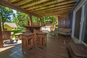 Lakeside Dreamin' Four-Bedroom Holiday Home, Holiday homes  McHenry - big - 18