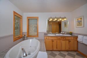 Sunny Boy Four-Bedroom Holiday Home, Ferienhäuser  McHenry - big - 15