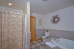 Sunny Boy Four-Bedroom Holiday Home, Nyaralók  McHenry - big - 10