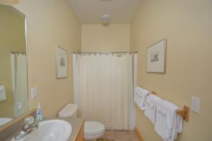 Sunny Boy Four-Bedroom Holiday Home, Ferienhäuser  McHenry - big - 27