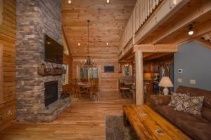 Log Me Inn Five-Bedroom Holiday Home, Дома для отпуска  McHenry - big - 27