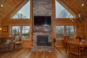 Log Me Inn Five-Bedroom Holiday Home, Дома для отпуска  McHenry - big - 25