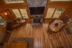 Log Me Inn Five-Bedroom Holiday Home, Дома для отпуска  McHenry - big - 24