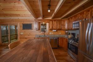 Log Me Inn Five-Bedroom Holiday Home, Дома для отпуска  McHenry - big - 5