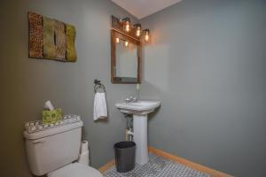 Log Me Inn Five-Bedroom Holiday Home, Дома для отпуска  McHenry - big - 21