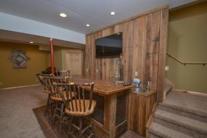 Log Me Inn Five-Bedroom Holiday Home, Дома для отпуска  McHenry - big - 2
