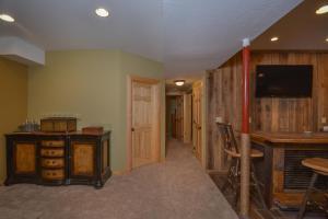 Log Me Inn Five-Bedroom Holiday Home, Дома для отпуска  McHenry - big - 11