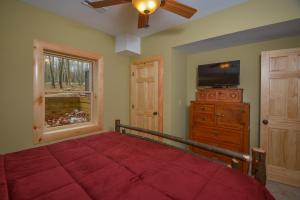 Log Me Inn Five-Bedroom Holiday Home, Дома для отпуска  McHenry - big - 12