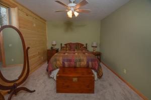 Log Me Inn Five-Bedroom Holiday Home, Дома для отпуска  McHenry - big - 14