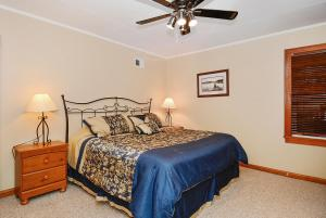 Whispering Oaks Three-Bedroom Holiday Home, Holiday homes  McHenry - big - 7