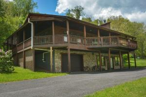 Hillside Retreat Four-Bedroom Holiday Home, Case vacanze  McHenry - big - 24