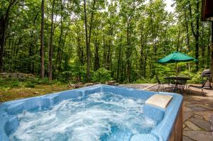 Hideout at Red Pines Three-Bedroom Holiday Home, Dovolenkové domy  McHenry - big - 1