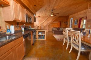 Hideout at Red Pines Three-Bedroom Holiday Home, Case vacanze  McHenry - big - 21