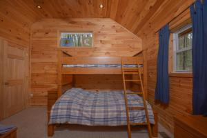 Hideout at Red Pines Three-Bedroom Holiday Home, Case vacanze  McHenry - big - 17