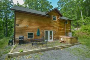 Hideout at Red Pines Three-Bedroom Holiday Home, Case vacanze  McHenry - big - 9