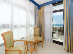 One-Bedroom Apartment with Beach View