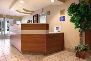 Microtel Inn & Suites by Wyndham Brunswick, Hotels  Brunswick - big - 3