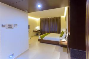 Treebo Grand Premier Suites, Hotels  Bangalore - big - 8