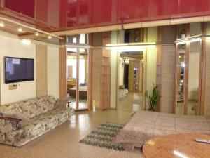 Apartment on 50 let Oktabrya 22(2)