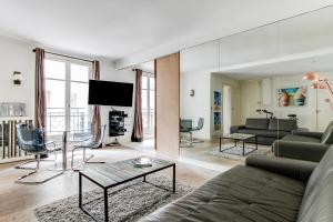 Spacious flat near Arc de Triomphe