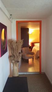 Chez Annie, Venkovské domy  Saint-Avit-Rivière - big - 12