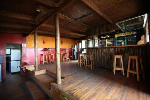 Buccaneers Lodge & Backpackers